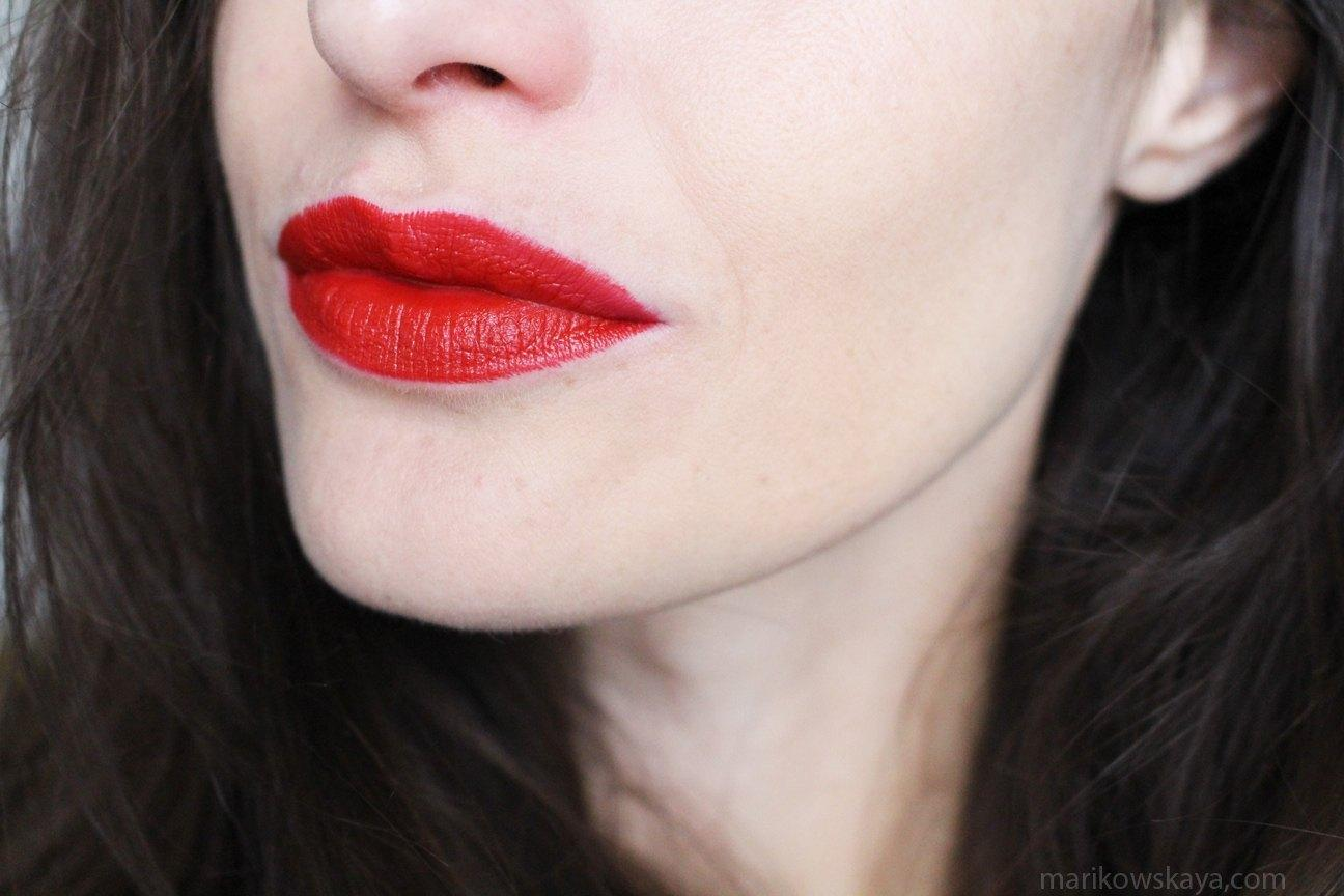 urban-decay-vice-lipstick-bad-blood-2