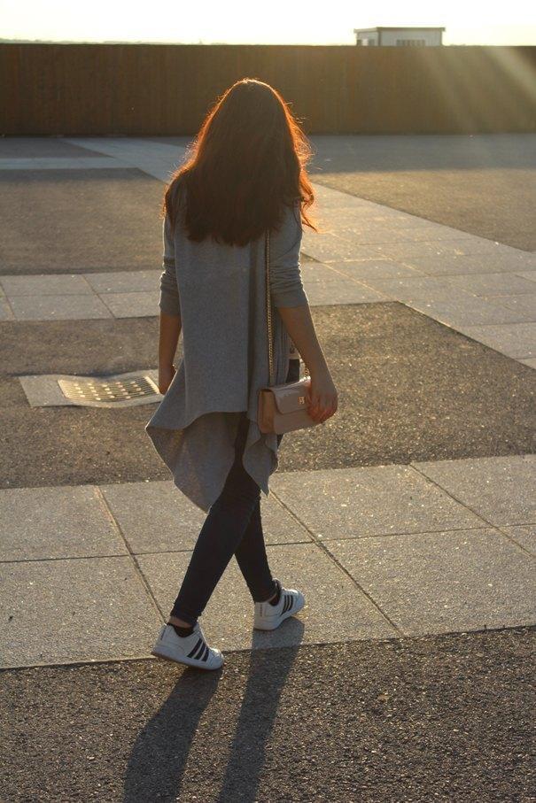 marikowskaya street style deire adidas superstar (1)