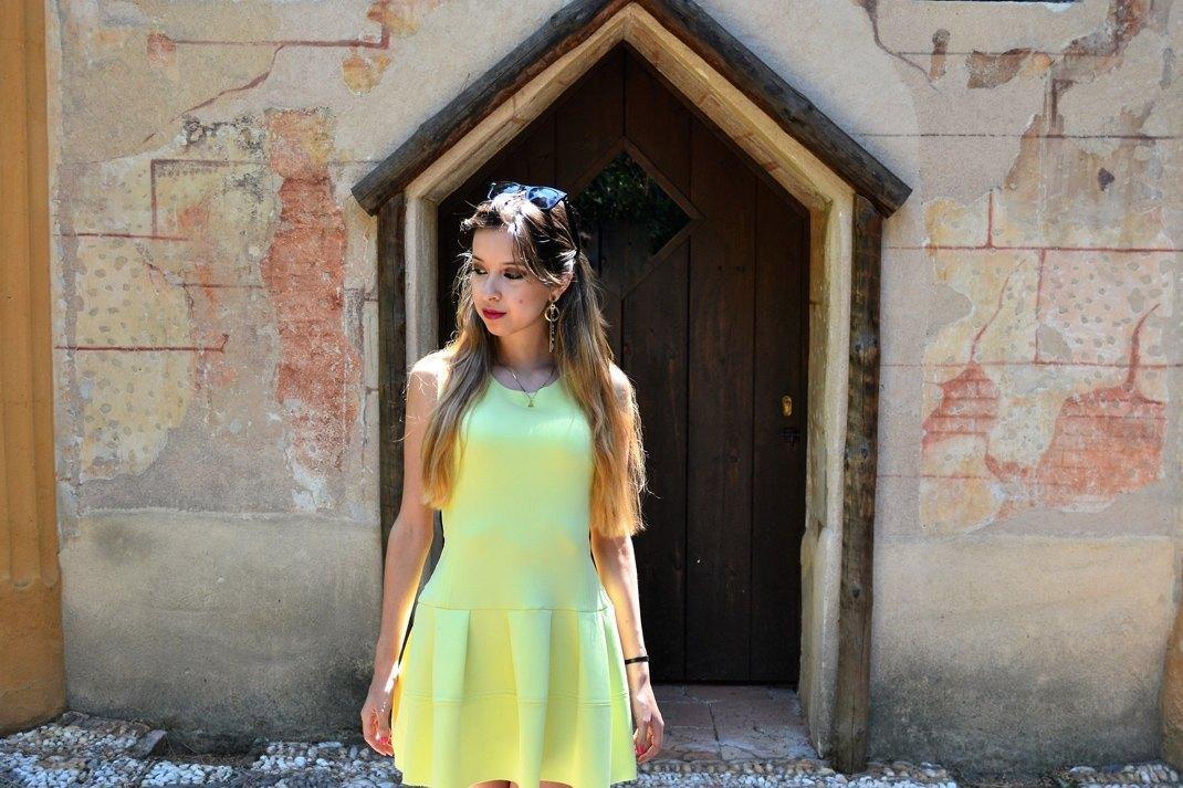 marikowskaya street style daniela vestido amarillo (5)