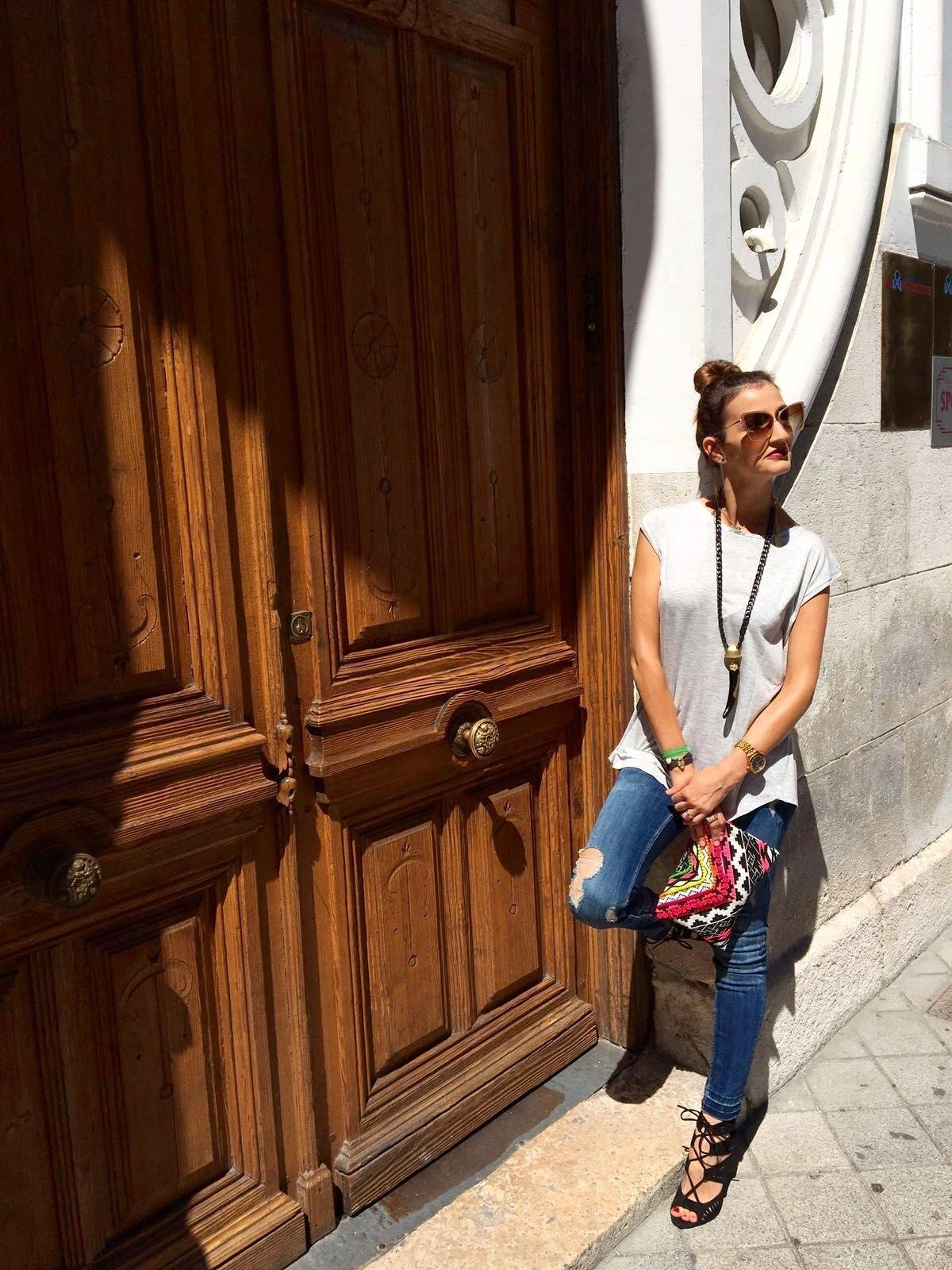 marikowskaya street style elena ripped jeans (7)