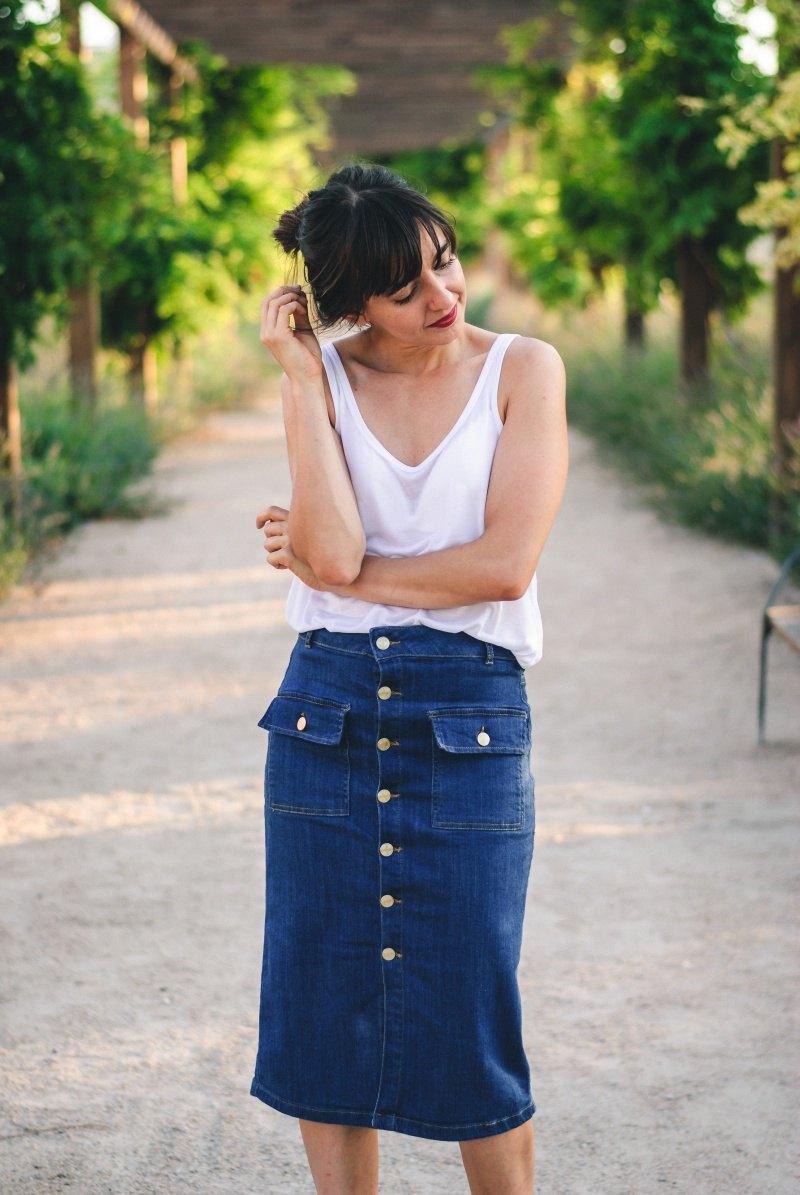 marikowskaya-street-style-amparo-denim-midi-skirt-6