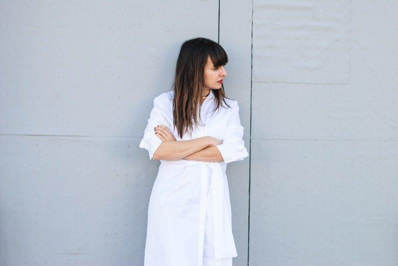 marikowskaya-street-style-amparo-white-dress-3
