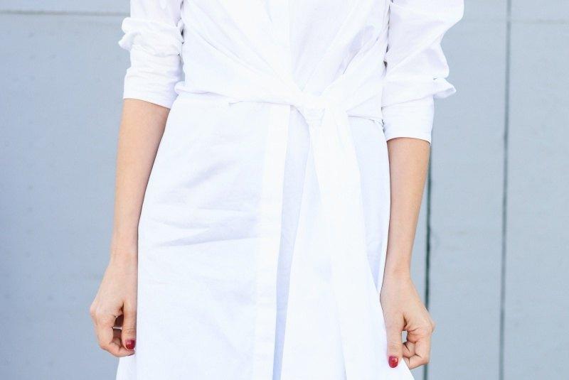 marikowskaya-street-style-amparo-white-dress-5