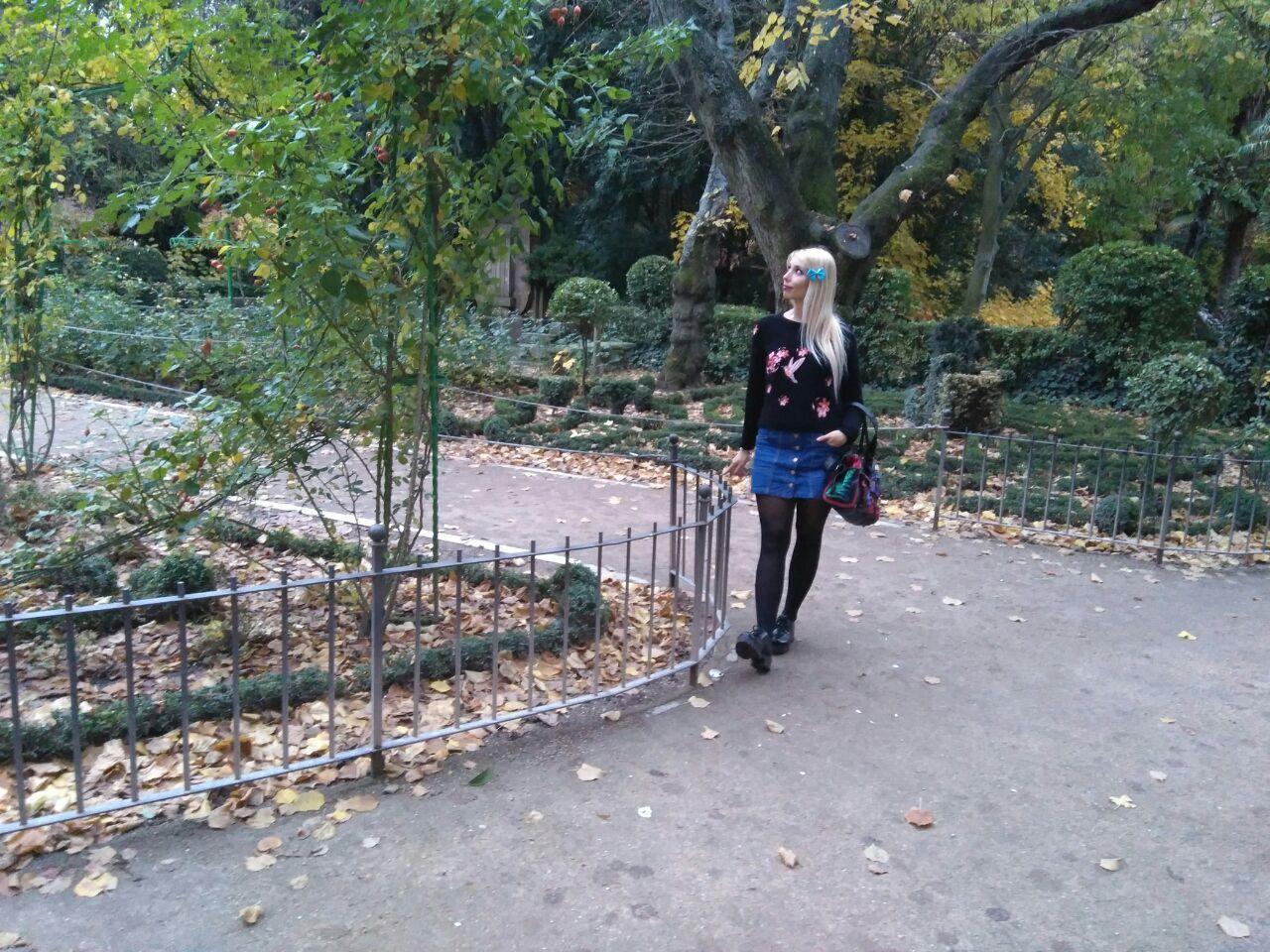 marikowksaya-street-style-paula-jersey-negro-bordado-1