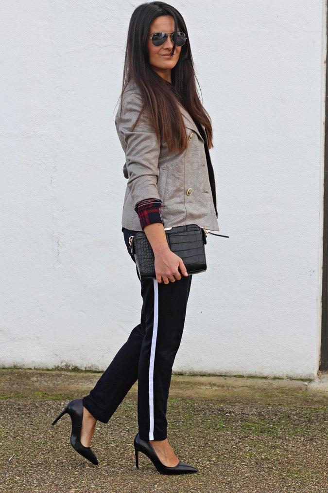 marikowskaya-street-style-carmen-track-pants-3