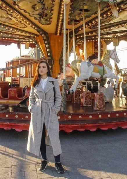 marikowskaya-street-style-deire-maxi-abrigo-2