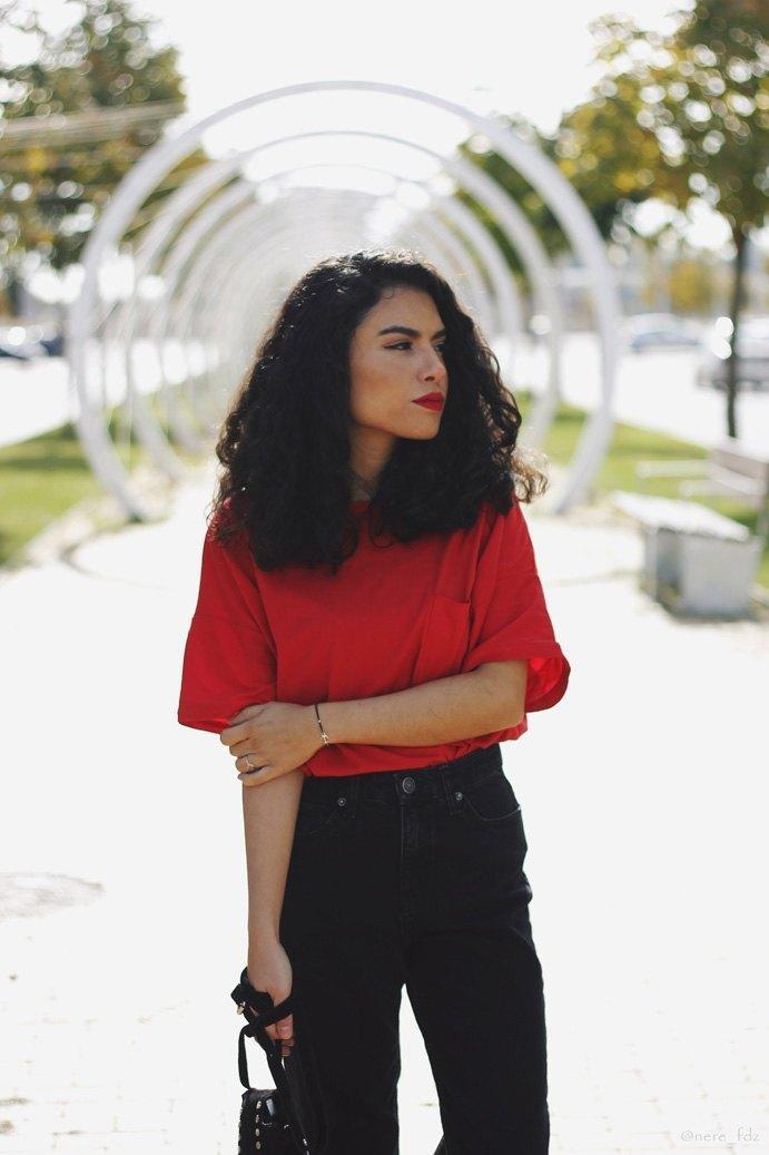 marikowskaya-street-style-lu-camiseta-roja-4