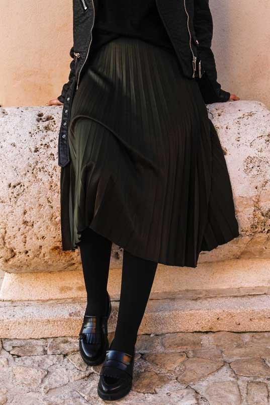 marikowskaya-street-style-deire-falda-plisada-negra-2