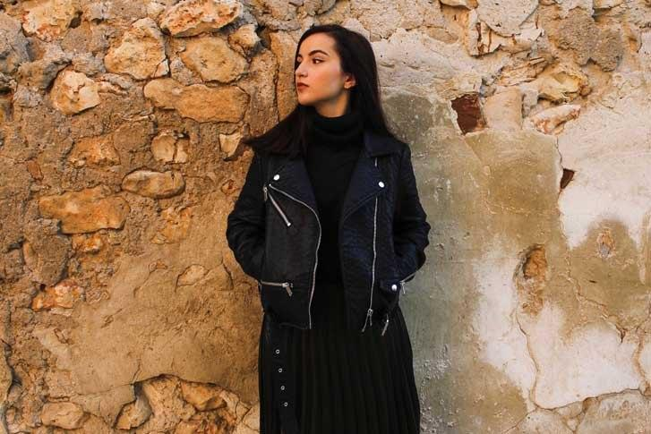 marikowskaya-street-style-deire-falda-plisada-negra-4