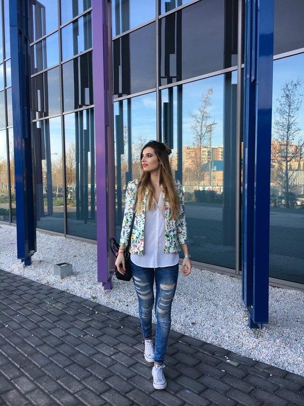 marikowskaya street style andrea ripped jeans (2)