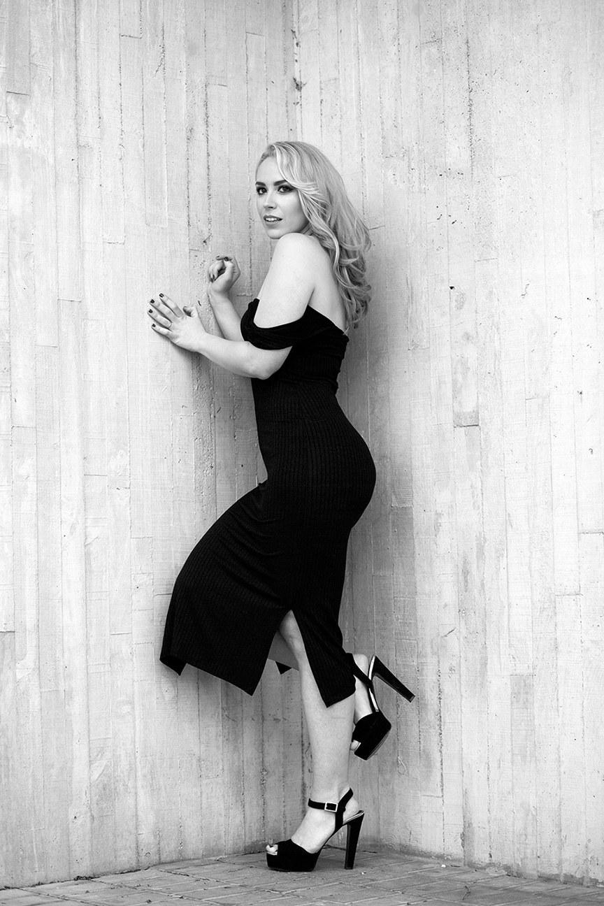 marikowskaya street style patri vestido negro off shoulders (10)