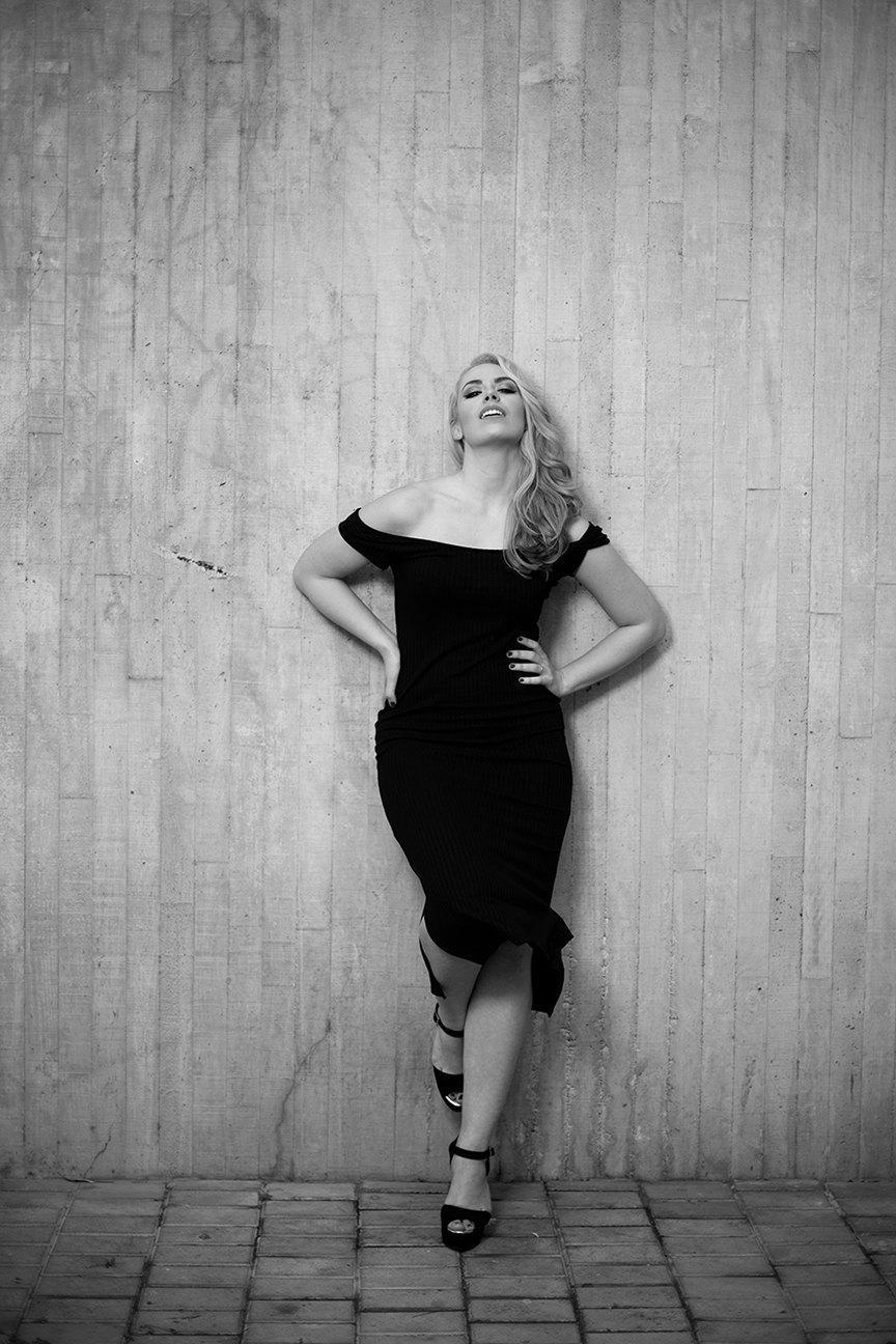 marikowskaya street style patri vestido negro off shoulders (12)