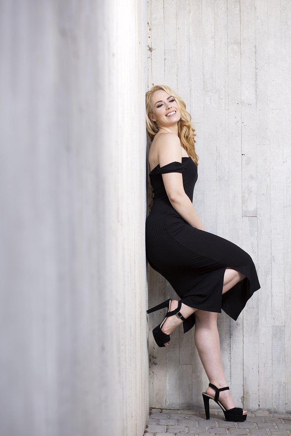 marikowskaya street style patri vestido negro off shoulders (2)