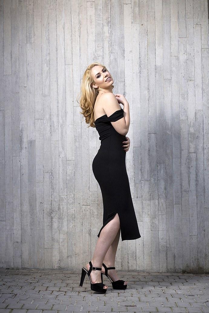 marikowskaya street style patri vestido negro off shoulders (7)