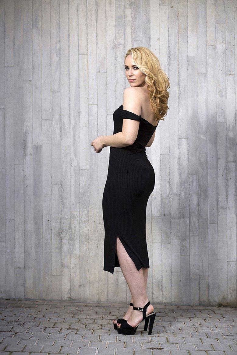 marikowskaya street style patri vestido negro off shoulders (9)