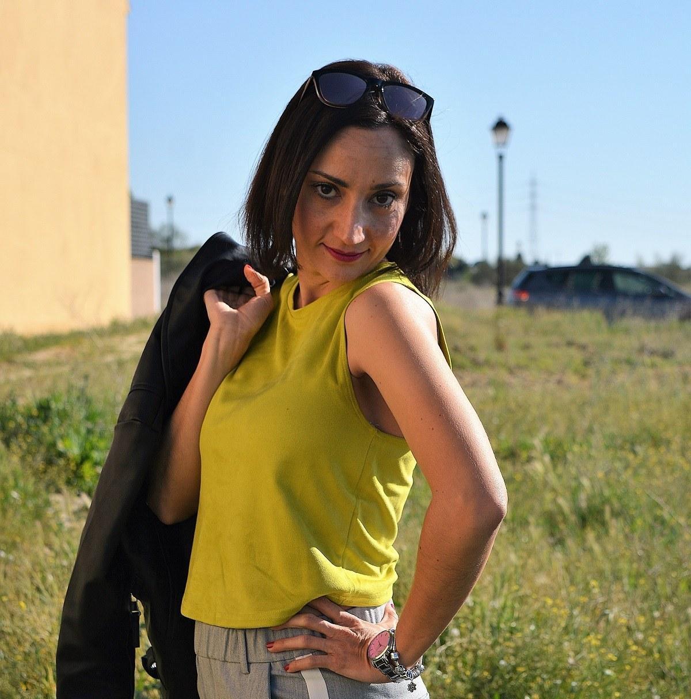 marikowskaya street style rocío top amarillo (8)