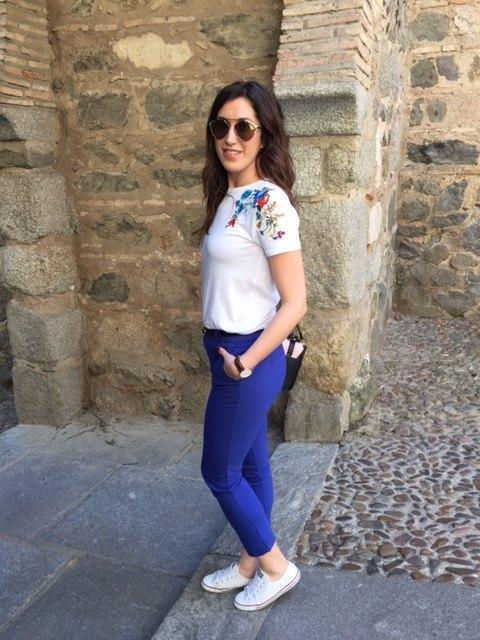 mariakowskaya street style irene pantalón azul klein (2)