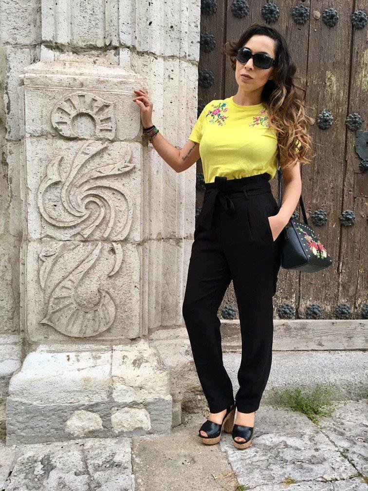 marikowskaya street style patry camiseta amarilla (2)