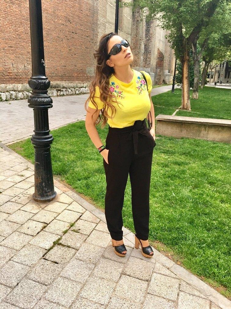marikowskaya street style patry camiseta amarilla (7)